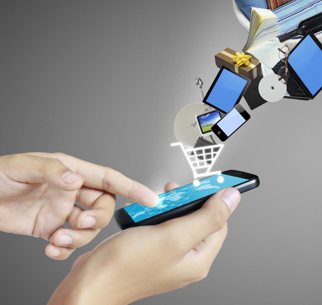 man buying thru cellphone